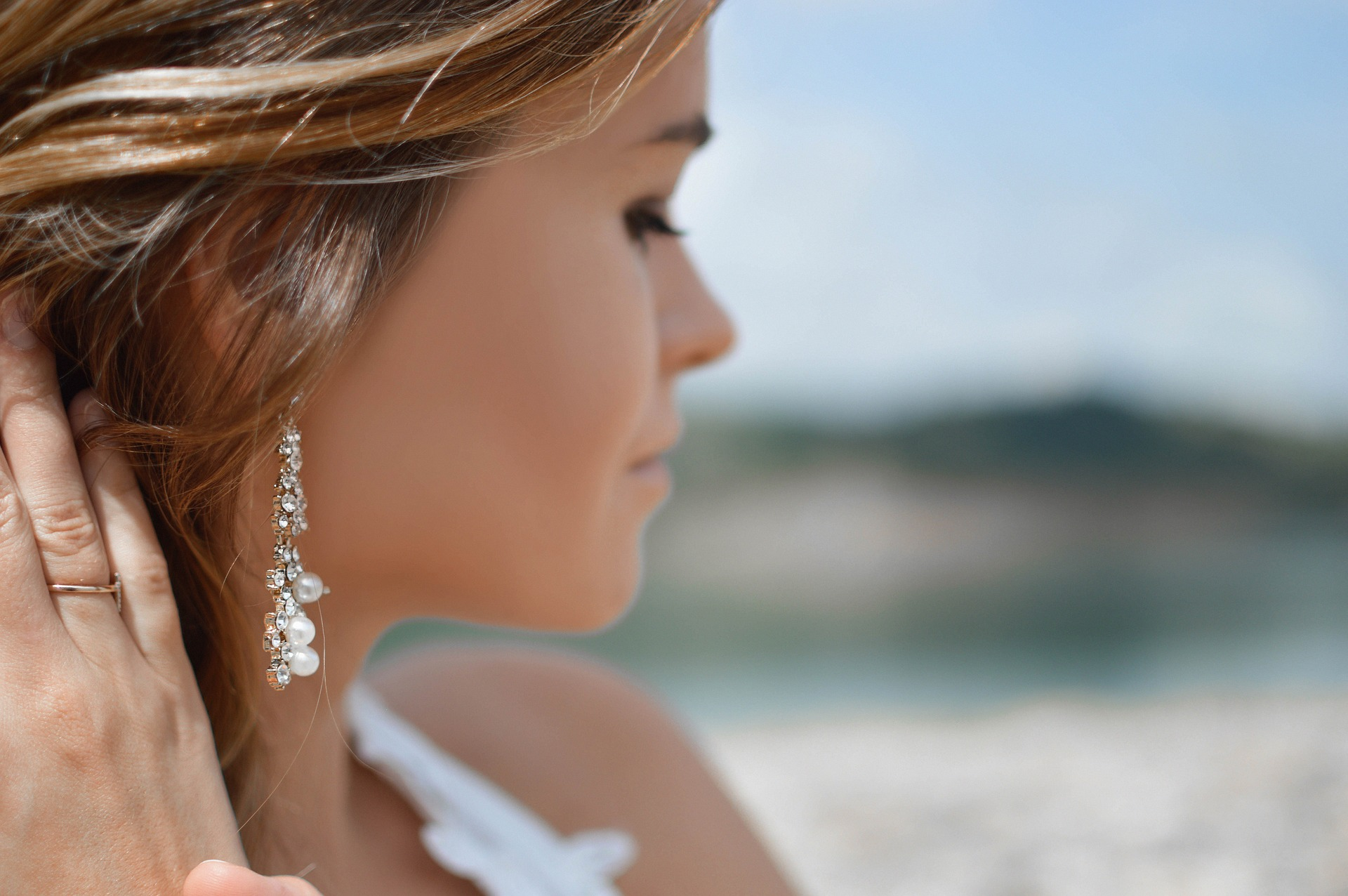 earrings-2593350_1920