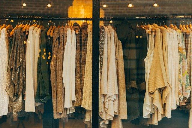 Minimalizmus v oblečení sa vypláca